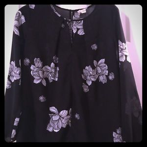 Black and white flower top